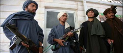 I talebani non commentono la morte del loro leader