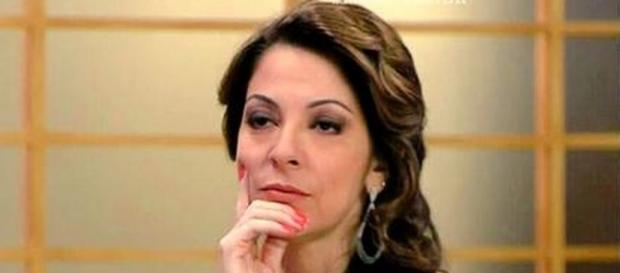 Ana Paula Padrão bate boca com seguidores