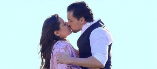 German e Manuela si baciano
