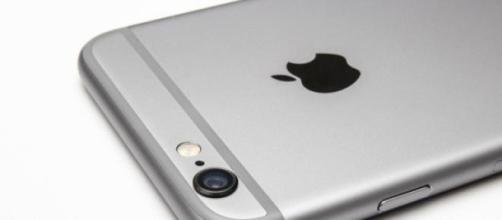 L'attuale smartphone Apple, iPhone 6.