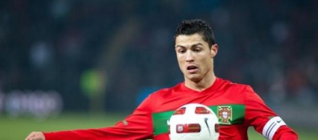 Cristiano Ronaldo disputando un partido de fútbol