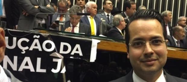 Deputado Vitor Valim fala da aprovação da redução