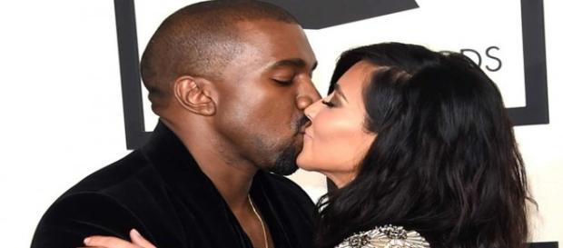 Le couple s'embrassant aux Grammys, début 2015.