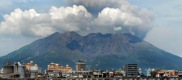 Vulcão Sakurajima ameaça entrar em erupção