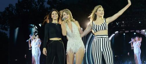 As atitudes de Taylor Swift têm sido criticadas.