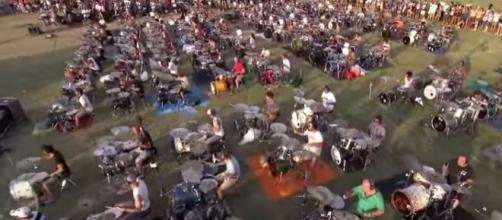 Mil músicos unidos por Foo Fighters.