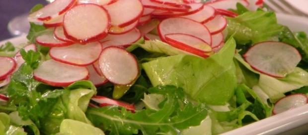 Insalata di lattuga, rapanelli e cetrioli