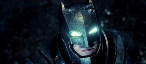 Batman en su armadura mecánica