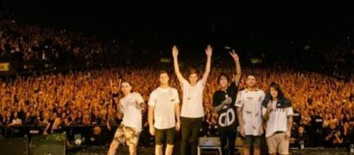 Foto de la banda al terminar el show
