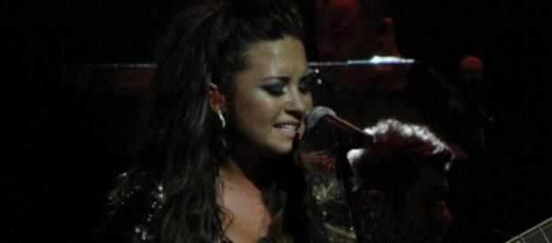 A cantora lançou um novo hit