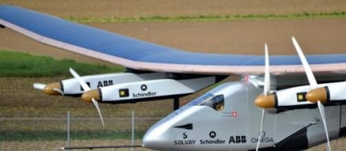 L' SI2 (Solar Impulse 2) in fase di decollo
