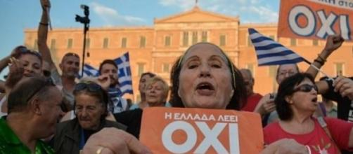 Festeggia il popolo dell'Oxi (No) al referendum