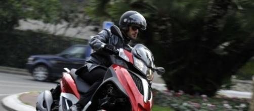 Milano inaugura lo scooter sharing.
