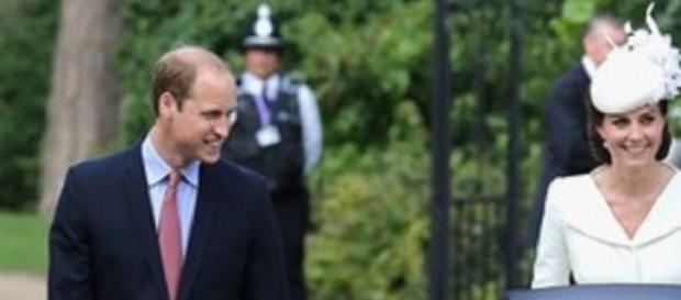 Duques de Cambridge na chegada à igreja