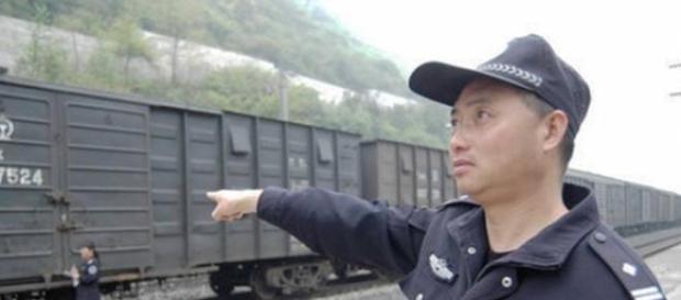 Pan Yong apenas puede percibir luz