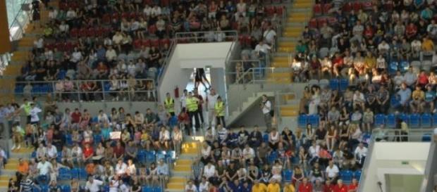 Suporterii vin în număr mare la arenele sportive