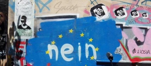 Un graffiti ad Atene sul referendum