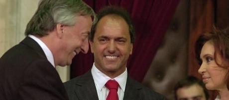 Scioli observa el traspaso de mando en 2007