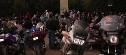 Motoqueros y sus constantes faltas de tránsito