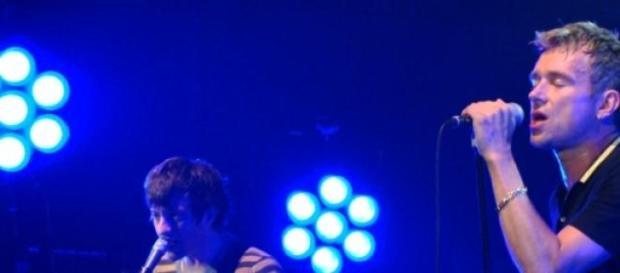 Damon Albarn y Graham Coxon durante un concierto