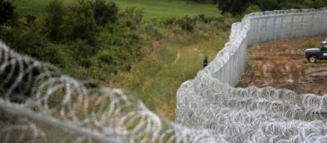 Hungary builds an anti-immigrant fence