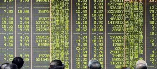 Crisi in Cina. La borsa di Shanghai perde 30%