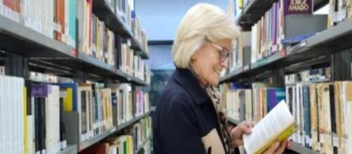 Edna, aos 72 anos, cursa o 3° semestre de Letras