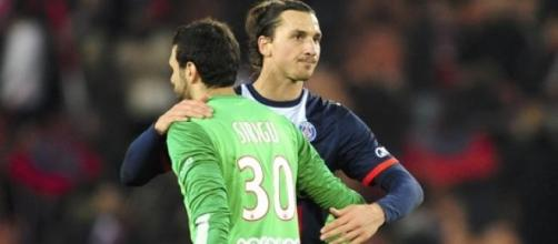 Sirigu, obiettivo della Roma, e Zlatan Ibrahimovic