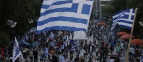 """Greci in strada festeggiano la vittoria del """"no"""""""