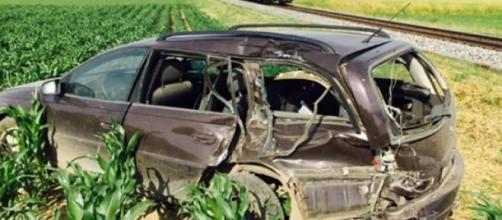 Veículo da vítima acabou num campo de milho.