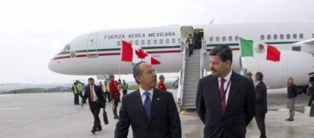 Felipe Calderon a su llegada a Toronto