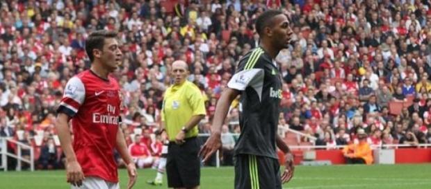N'Zonzi junto a Ozil en un partido