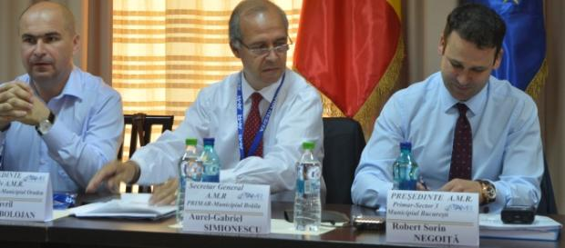 Robert Negoita semneaza protocol cu C. de Mediere