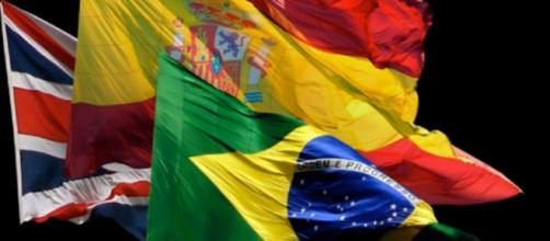 Bandeiras dos Estados Unidos, Espanha e Brasil.