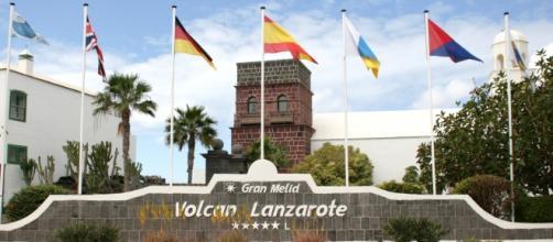 Entrada al hotel Volcán de Lanzarote.