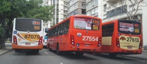 Trânsito diário, rotina dos motoristas de ônibus.