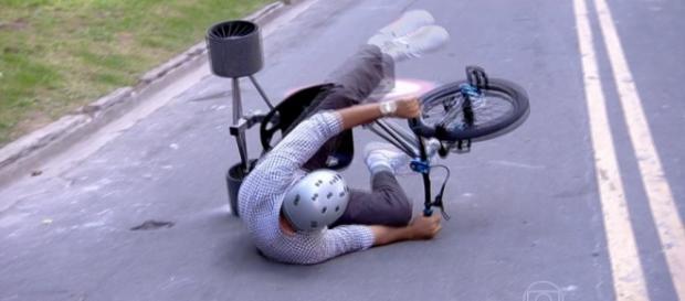 Humberto Martins sofre acidente ao vivo
