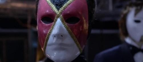 A si è tolto la maschera, la verità su chi è.