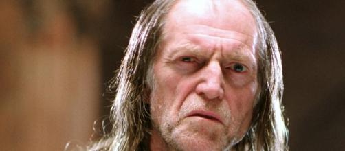David Bradley interpreta Walder Frey