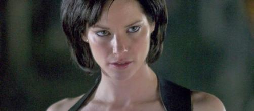 Sienna Guillory interpretando a Jill Valentine