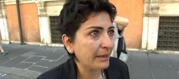 Manuela Serra in lacrime per la scuola
