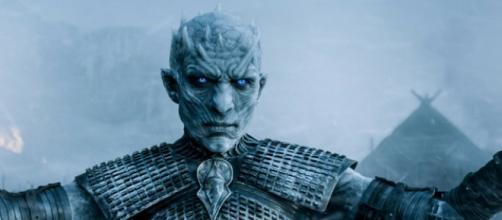 Gli estranei trasformeranno Snow in un non-morto?