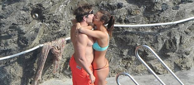 A modelo russa e o actor nas praias de Amalfi
