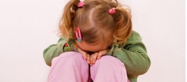 Fetiță violată de un vecin pentru mâncare