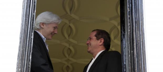 Julian Assange e il Cancelliere Ricardo Patiño