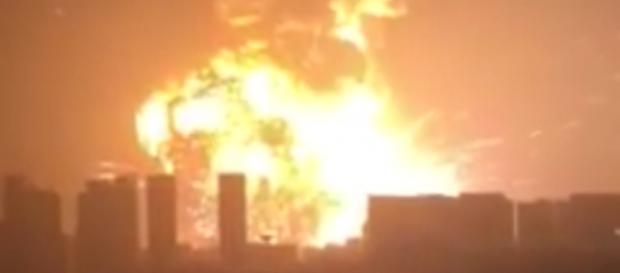 L'esplosione vista da lontano.