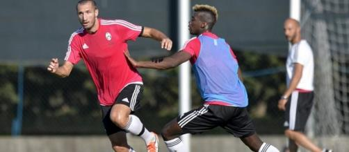 Chiellini e Pogba durante l'allenamento della Juve
