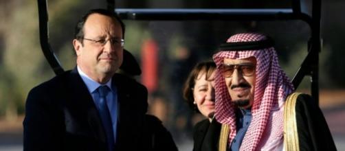Re Salman con il presidente François Hollande