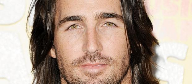 The handsome Jake Owen decided to divorce.