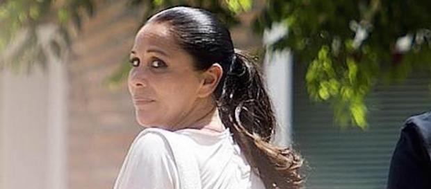 Isabel Pantoja continúa en el hospital.
